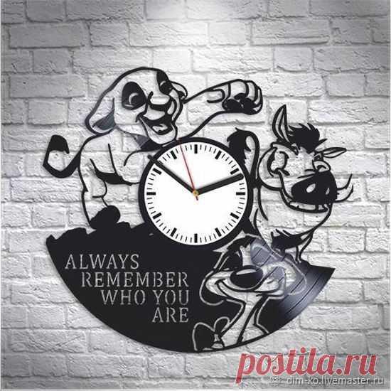 Часы настенные  Акуна-матата – купить в интернет-магазине на Ярмарке Мастеров с доставкой Часы настенные  Акуна-матата - купить или заказать в интернет-магазине на Ярмарке Мастеров | Часы изготовлены из старых виниловых пластинок.