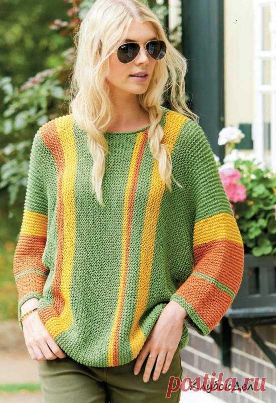 Пуловер с продольными полосами.