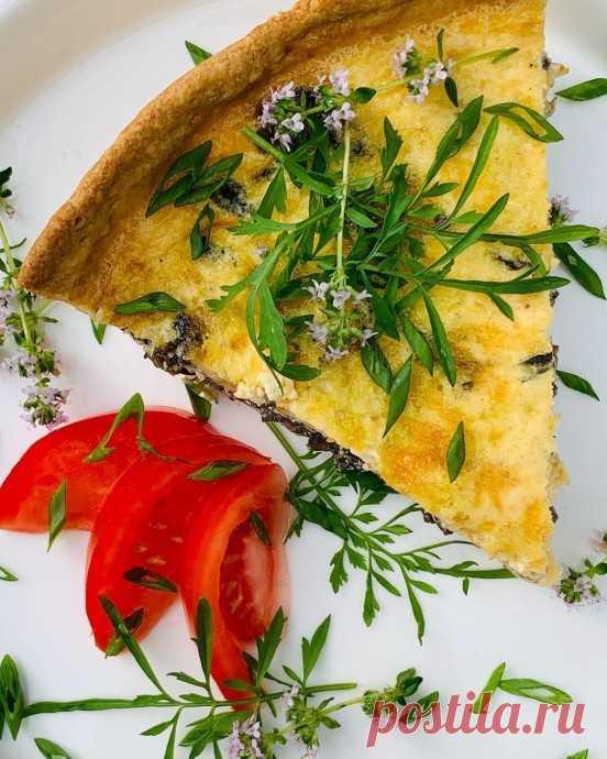 Пирог с грибами, шпинатом и сыром