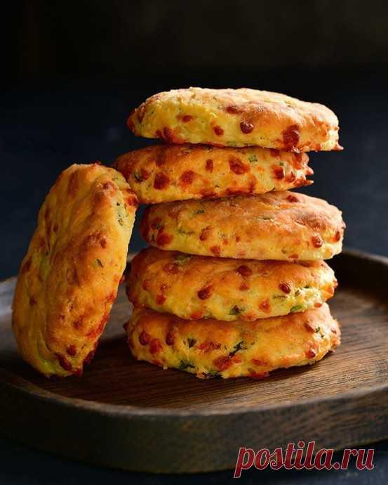 Печенье с сыром и зеленым луком