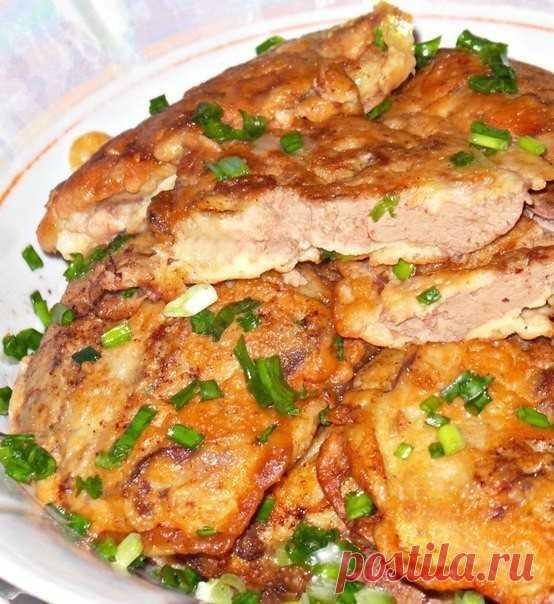 Куриная печень в сметанно-чесночном кляре  Ингредиенты:  Печень куриная -500 г Мука пшеничная -4 ст. л. Сметана или майонез,кто что больше любит - 4-5 ст. л. Яйцо - 3 шт Специи Чеснок 3-4 зубчика Соль Масло растительное (для жарки)  Приготовление:  Чеснок,чистим и давим через чесночницу.Сначала готовим кляр.Для этого смешиваем яйцо,чеснок,сметану или майонез.Добавляем муку и немного солим. Хорошо перемешиваем.Оставляем кляр отдыхать,а сами подготовим печень. Печень моем,оч...