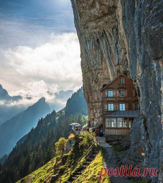смотришь на Швейцарию и сразу вспоминаешь фильм ''Звуки музыки''.Обожаю фильм, а если побываю в Швейцарии, наверное влюблюсь и в эту страну!