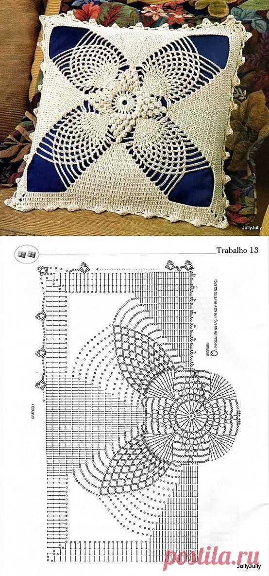 Красивая подушка.