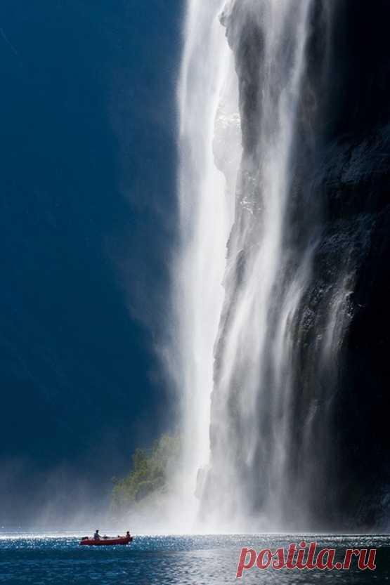 Величественный водопад Норвегии. Гейрангер-фьорд, Норвегия
