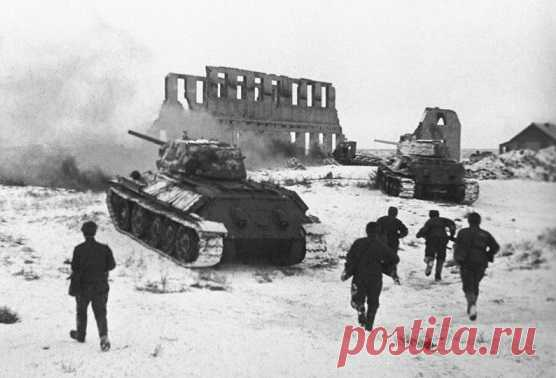 И советская, и немецкая сторона называла события в Сталинграде не иначе как адом на земле. Ожесточенные бои длились с 17 июля 1942 по 2 февраля 1943 года. В ходе битвы обе стороны потеряли более 1 миллиона солдат. Поражение под Сталинградом стало для немцев самой большой трагедией, в которой они считают солдат вермахта жертвами.