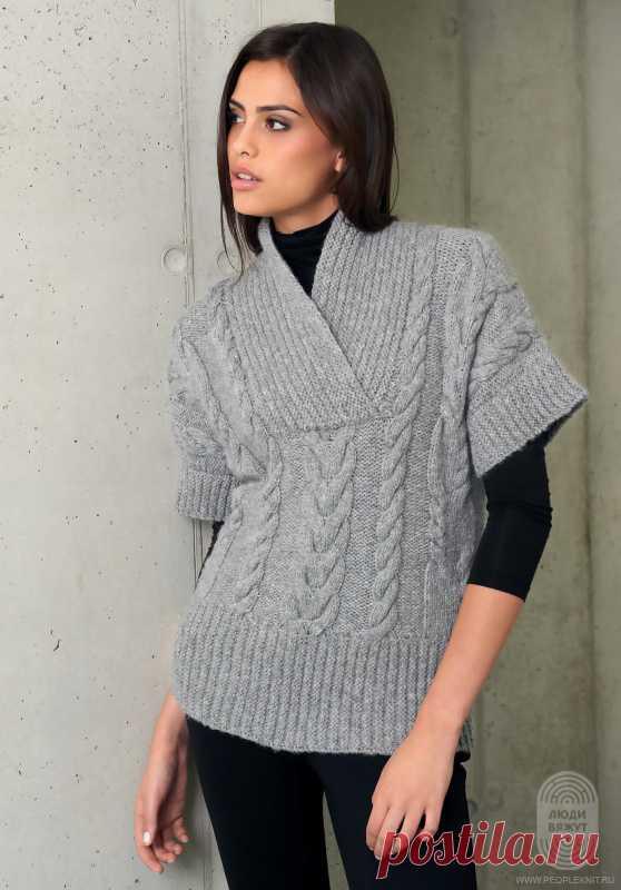 Классический узор с косами и воротник «шалька». Этот пуловер в форме кимоно, спортивный и раскрепощенный, - поистине самая привлекательная модель