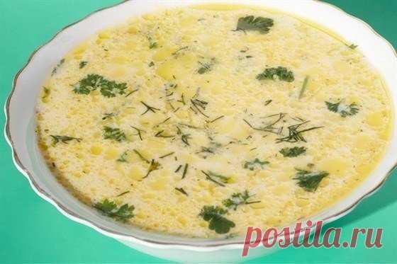 Суп с плавлеными сырками и вермишелью — не съешьте вместе с тарелкой!