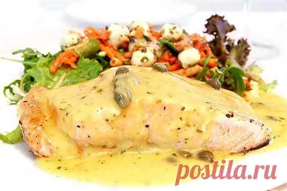 Рецепт приготовления жареного рыбного филе по-азиатски с устричным соусом, имбирем грибами и зеленым луком.