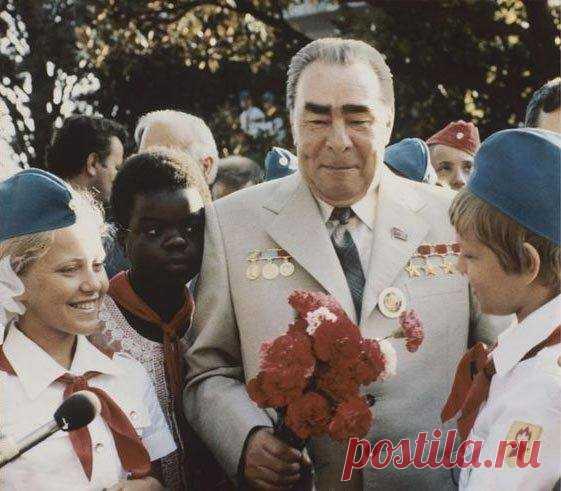 Леонид Брежнев в пионерском лагере «Артек», Крым, 1979 г.