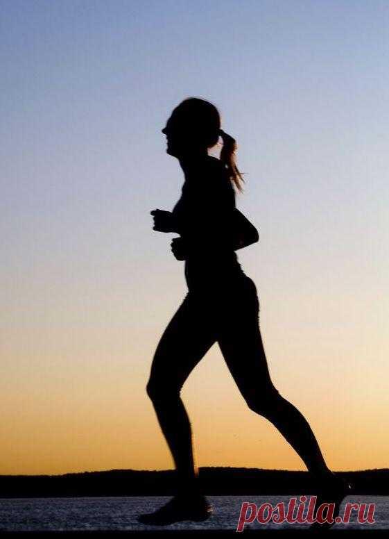 10 правил бега для похудения. Бег - это классическая аэробная нагрузка, которая заставляет работать все мышцы тела и тратить калории наиболее эффективным образом