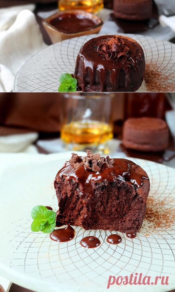 Двойно печени шоколадови тортички с уиски шоколадов сос