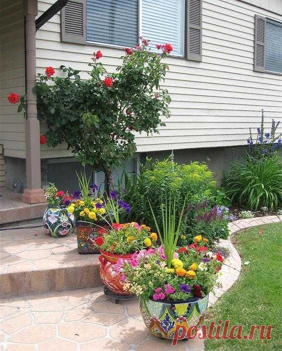 Painted flowerpots.