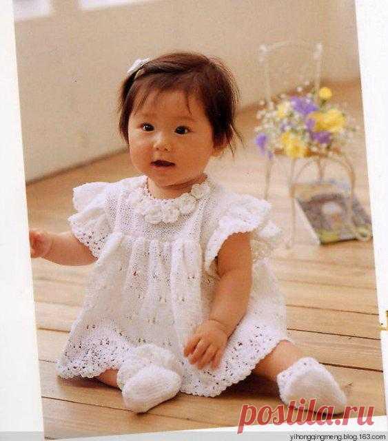 Детское нарядное платье спицами.