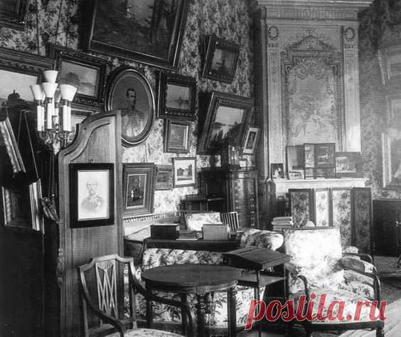 Boudoir of Marie Feodorovna in the Anichkov Palace http://www.pinterest.com/pin/494551602802034907/ | 'personas especiales, lugares, cosas