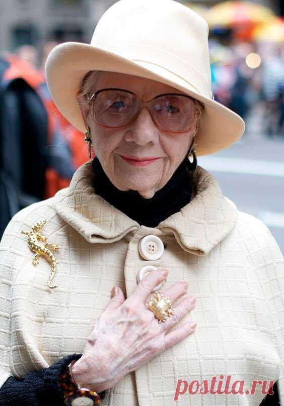 7 аксессуаров для женщин после 60-ти лет, которые мало кто носит, но смотрятся красиво и со вкусом | Семья, отношения, психология. | Яндекс Дзен