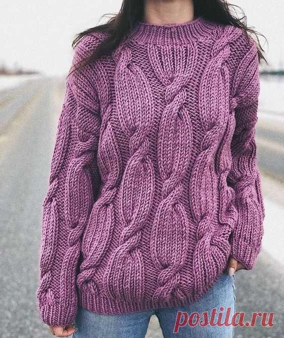 Модный свитер оверсайз спицами с косами