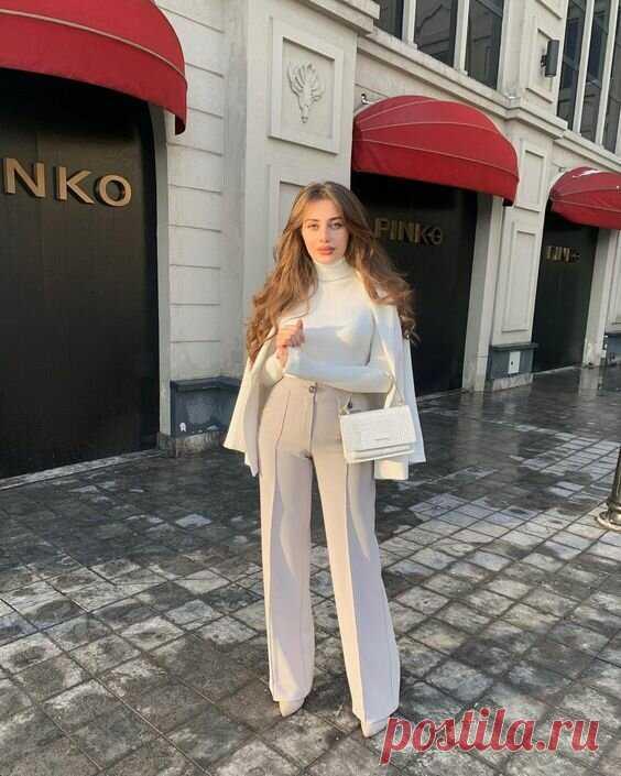 Женские брюки на весну 2021: самые трендовые модели, новинки, модный фото обзор | LADY DRIVE 🎯 | Яндекс Дзен