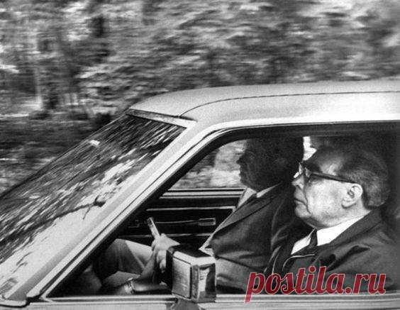 Brezhnev y Richard Nixon en Oldsmobile, 1973