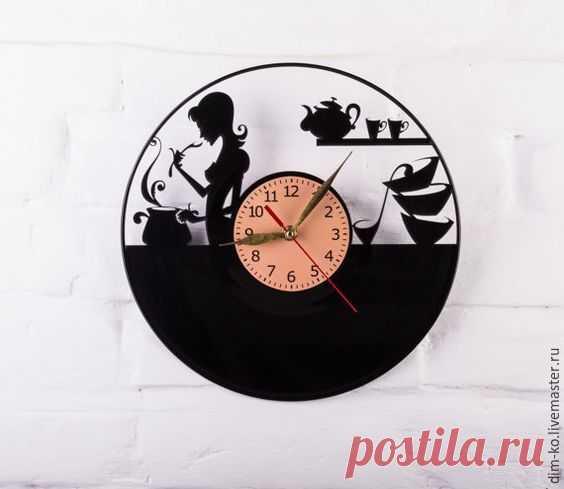Часы из виниловой пластинки для кухни – купить в интернет-магазине на Ярмарке Мастеров с доставкой Часы из виниловой пластинки для кухни - купить или заказать в интернет-магазине на Ярмарке Мастеров | Часы изготовлены из старых виниловых пластинок.