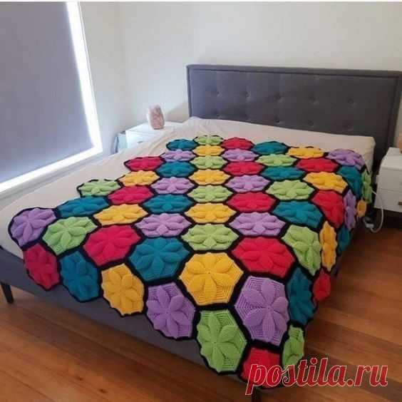 Bed cover in crochet 3D pattern - CRAFTS LOVED Most likely you will be in love with this piece as I stayed, folks today I bring a very different crochet made in bed cover.