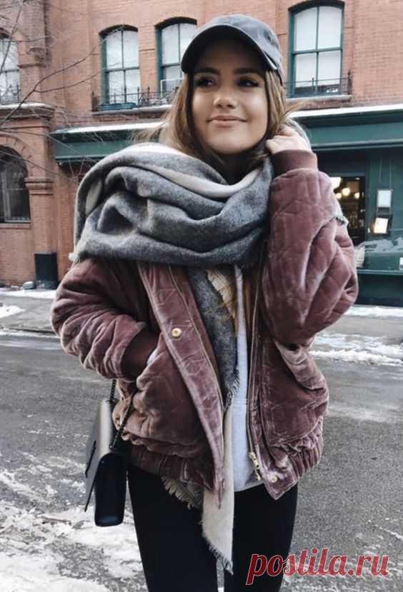 08cb7f47e1d Как носить вельвет осенью -- 10 модных образов на каждый день Вельвет стал  главным модным
