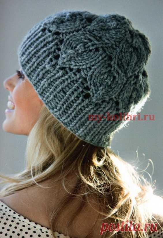 Шапка спицами с узором «листья» - Колибри Тёплая шапка на зиму не обязательно должна быть меховой и очень дорогой. Есть немало вариантов вязан