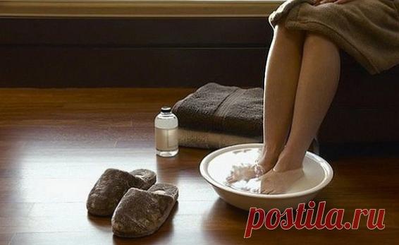 Раствор, вытягивающий из ног всю боль. Красота и здоровье в домашних условиях