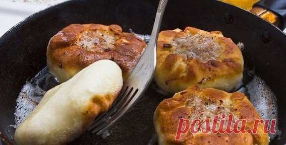 Presente tártaro vak belyash\u000aLos ingredientes:\u000aPara el test:\u000aEl huevo de gallina - 1 pieza\u000aEl kéfir – 120 ml.\u000aEl tormento de trigo – 2 vasos\u000aPara el relleno:\u000aEl huevo de gallina – 1 pieza\u000aLas patatas – 4-5 piezas\u000aLa carne o el picadillo – 500 g\u000aLa cebolla repchatyy – 2 piezas\u000aEl aceite de crema – 70 g\u000aEl pimiento negro molido\u000aLa sal\u000aLas especias – por gusto\u000aLa preparación:\u000aDe los ingredientes arriba indicados preparamos testo que resulte suave y elástico. Dividimos testo en las bolitas de la dimensión con la pelota para el ping-pong.\u000aTomamos la carne, lo cortamos a los trozos pequeños.\u000aKartofe