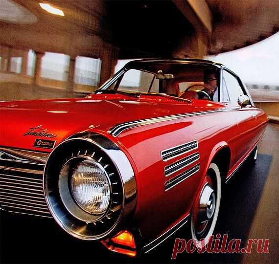 Chrysler Turbine Производились  с 1962-1964. Дизайн автомобиля был изготовлен итальянским ателье.