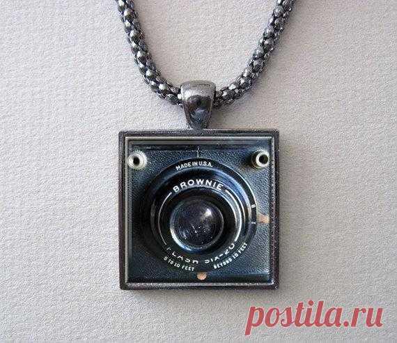 Кулон в виде камеры за $ 14,95 USD.