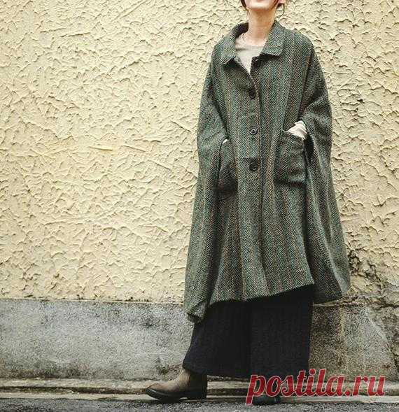 Women Cloak  Coat  oversized Wool Coat army green cloak | Etsy 【Fabric】 65% wool, 35% polyester Lining Polyester 【Color】 army green 【Size】 Shoulder width is not limited Shoulder + sleeve length 50cm/ 20 Cuff circumference 31cm/ 12 Bust 190cm / 74 Length 100cm / 39   Washing & Care instructions: -Hand wash or gently machine washable do not tumble dry -Gentle