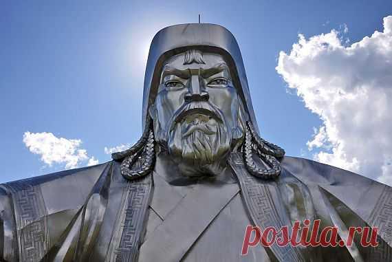 Статуи-великаны / Туристический спутник