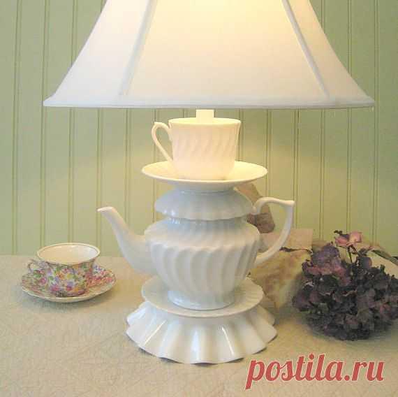 Очень уютный светильничек из чайника, чашек и блюдец. В кухонный интерьер впишется идеально. $92USD