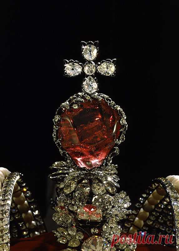 ставшие тому фото ювелирных украшений из алмазного фонда температуру грешил вылеты