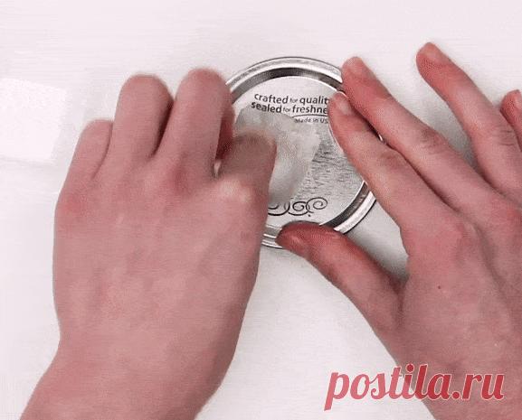 Как легко и без следов отклеить наклейку от стекла, пластика или керамики