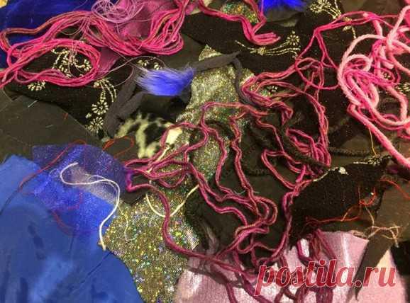Хлам в дело: как красиво избавиться от текстильных обрезков, лоскутков и ниток… Только без фанатизма, пожалуйста! В нашем случае хлам — это очень красивые текстильные обрезки, пряжа, мех и т.д. Столько возможностей для творческих экспериментов!Переделываем вещи У любой рукодельни…