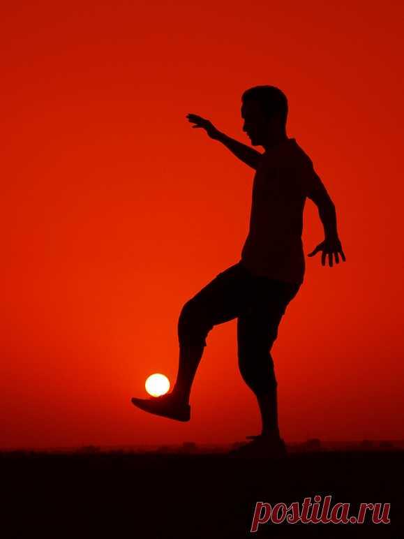 Сон - это единственное занятие, к которому солдат относится добросовестно. :)