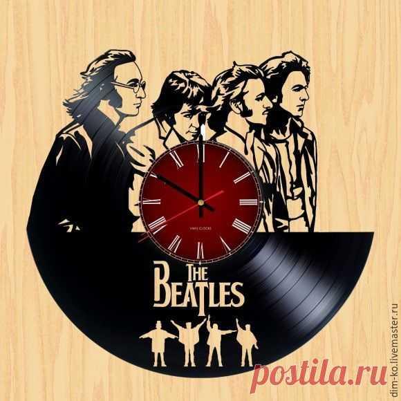 Часы настенные Beatles – купить в интернет-магазине на Ярмарке Мастеров с доставкой Часы настенные Beatles - купить или заказать в интернет-магазине на Ярмарке Мастеров | Часы изготовлены из старых виниловых пластинок.