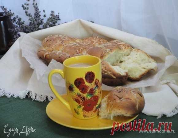 Итальянский хлеб с пармезаном и орегано.  мука 480 г дрожжи свежие 30 г молоко 300 мл сливочное масло 100 г соль морская 1 ч. л. сахар коричневый 3 ст. л. пармезан 100 г орегано сушеный 2 ч. л.