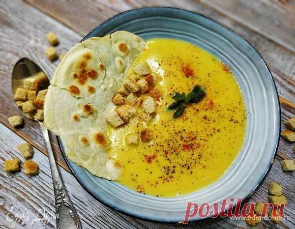 Суп-пюре с чечевицей и мятой. Ингредиенты: чечевица красная, тыква, сельдерей стебли