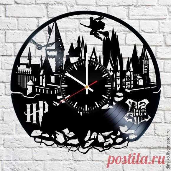 Часы настенные Гарри Поттер – купить в интернет-магазине на Ярмарке Мастеров с доставкой Часы настенные Гарри Поттер - купить или заказать в интернет-магазине на Ярмарке Мастеров | Часы изготовлены из старых виниловых пластинок.