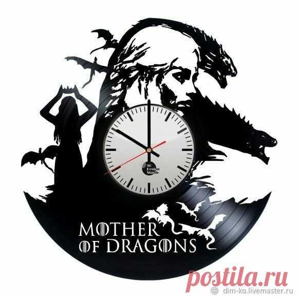Часы настенные из пластинки Мать драконов – купить в интернет-магазине на Ярмарке Мастеров с доставкой Часы настенные из пластинки Мать драконов - купить или заказать в интернет-магазине на Ярмарке Мастеров | Часы изготовлены из старых виниловых пластинок.