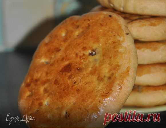 Кубдари или грузинский мясной пирог. Ингредиенты: мука, молоко, дрожжи свежие