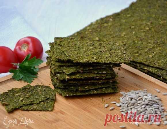 Зеленые хлебцы с семечками. Ингредиенты: петрушка зелень, укроп свежий, сельдерей стебли