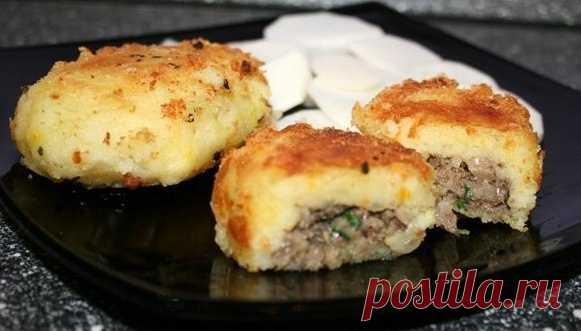 Картофельные биточки с начинкой из шпрот — разнообразьте свой ужин!