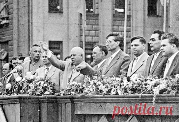 In Soviet period to party leaders the relation was special. At official meetings workers of weight usually gave a standing ovation, shouted \