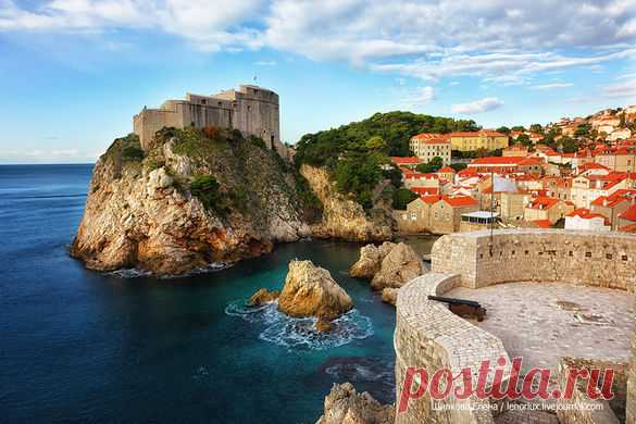 Before each trip we make the list of what is necessary and there is a wish to look in this or that city. In Dubrovnik there was a walk on a city wall. I will also begin stories about this wonderful town on the bank of the Adriatic Sea with it.