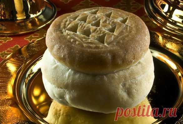 Просфора заплесневела: что делать, причины, приметы...  Просфора – это небольшой круглый хлеб, который состоит из двух частей. Одна – символ природы, а вторая - человека. Этот хлеб печется на дрожжах или живом квасе. Используется обязательно свежая и чист…