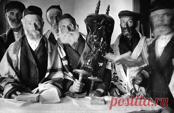 Переселение евреев в Крым — один из самых дискуссионных вопросов отечественной истории. Главным инициатором считают Сталина, впрочем, не всё так однозначно: