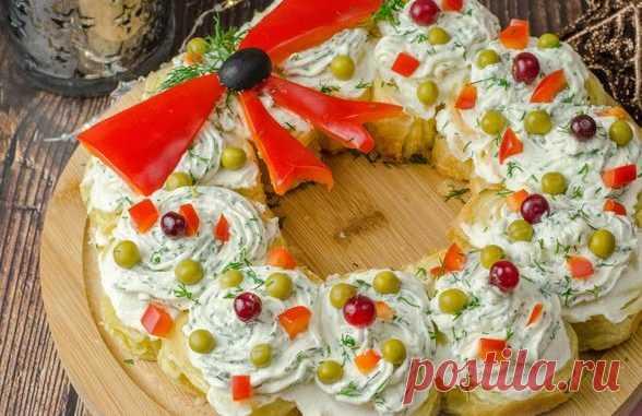 Рождественский венок из слоеного теста за 20 минут: Кулинарика Здравствуйте уважаемые читатели. Сегодня вы узнаете, как приготовить очень вкусный рождественский венок из слоеного теста. Простая в приготовлении, но очень эффектная закуска для праздничного стола покорит вас с первого взгляда и кусочка. Закусочный рождественский венок с красной рыбой и сливочным сыром получается очень вкусным, сочным и ярким. Обязательно попробуйте приготовить. Совет: чтобы всегда быть в...